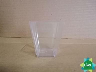 Десертниця квадратна пластикова 4*4 см